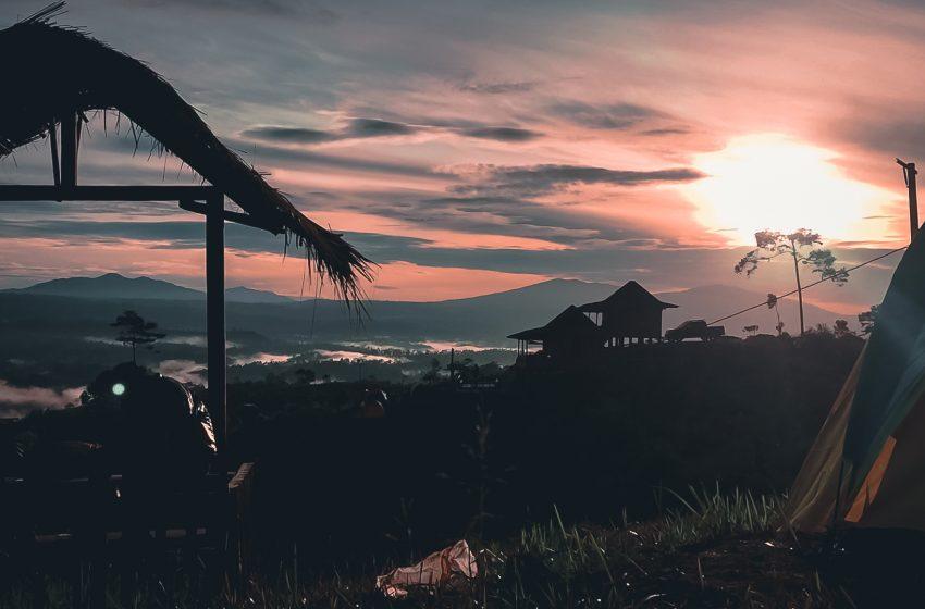 Menikmati Pesona Alam dan Berburu Sunrise di Puncak Bukit Bawang Bakung, Lampung Barat