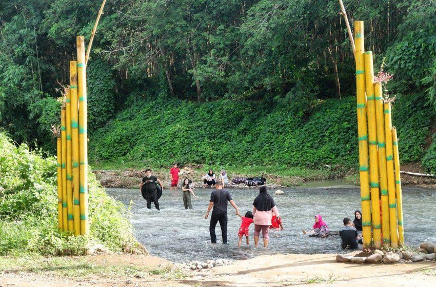 Seru! Main River Tubing Dekat dari Kota di Wisata Bronjong, Way Lima