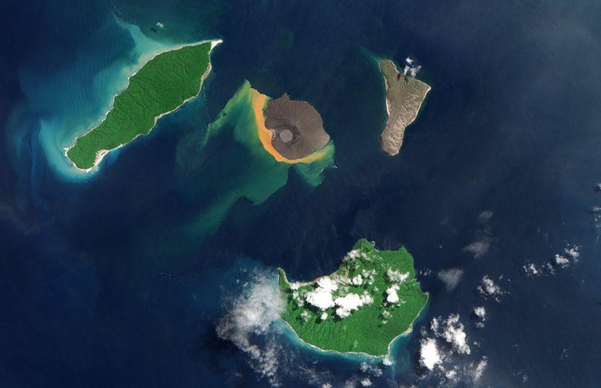 Menilik Sejarah Letusan Gunung Krakatau dan Lahirnya Gunung Anak Krakatau