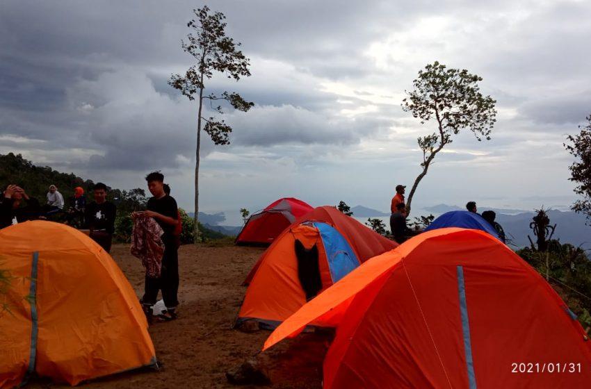 Punggung Naga: Camping Ground dengan View Perbukitan dan Pemandangan Laut di Pesawaran