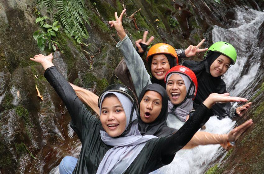 Serunya Meluncur di Waterboom Alami Waterslide Lamuran, Tanggamus